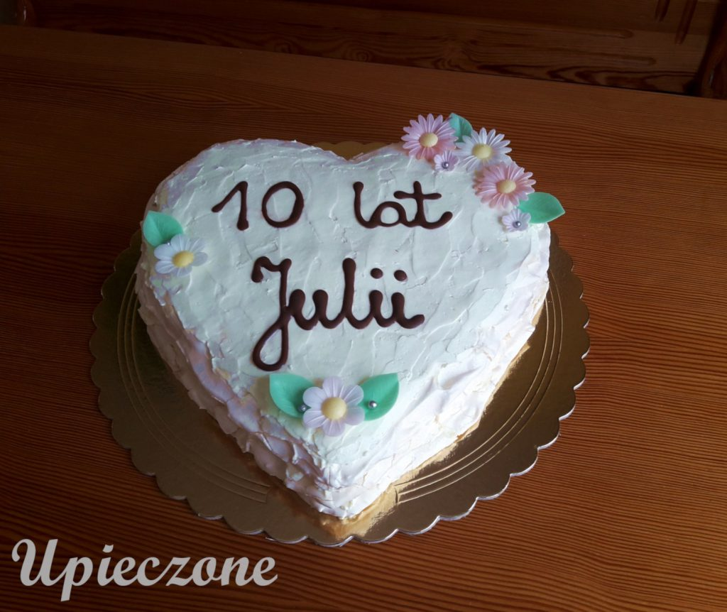 Tort bezowy w kształcie serca