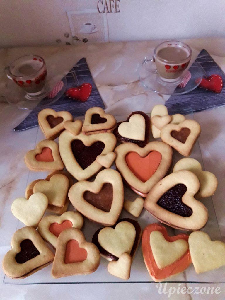 Walentynkowy mix ciasteczek z kremem i powidłami