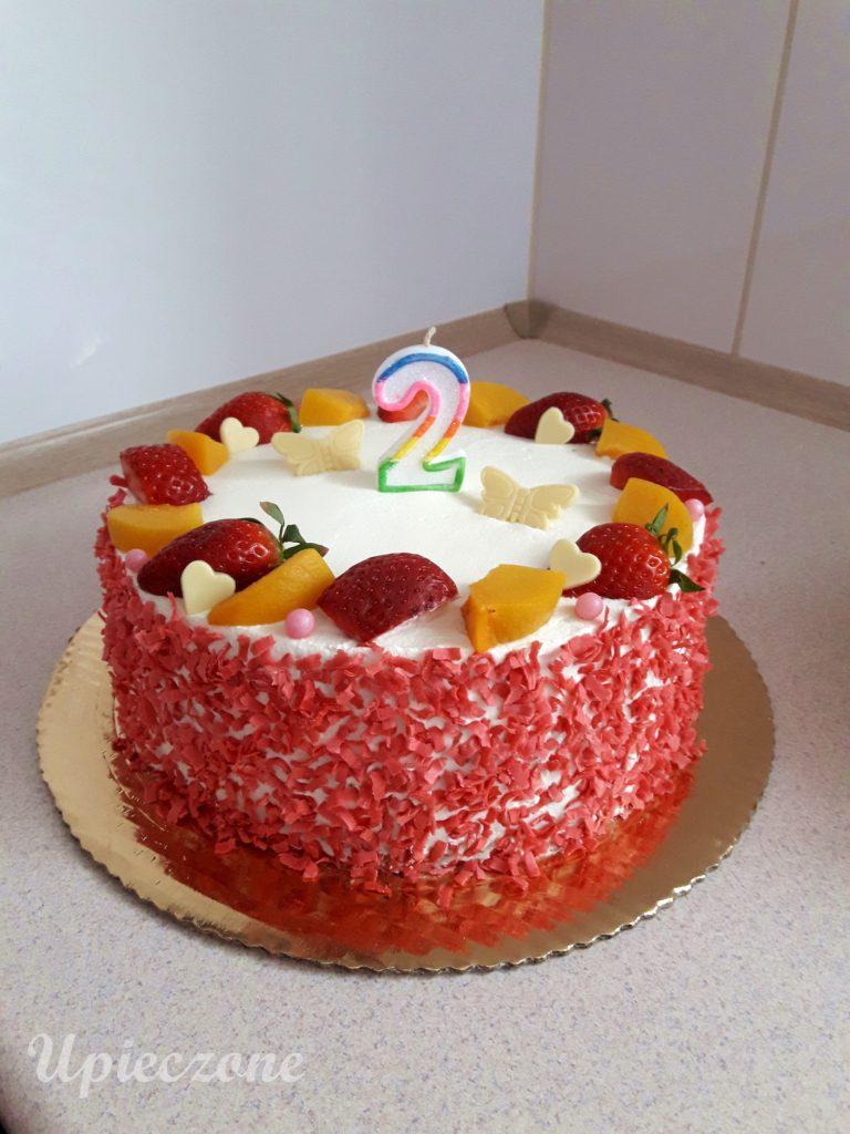 Tort urodzinowy z owocami
