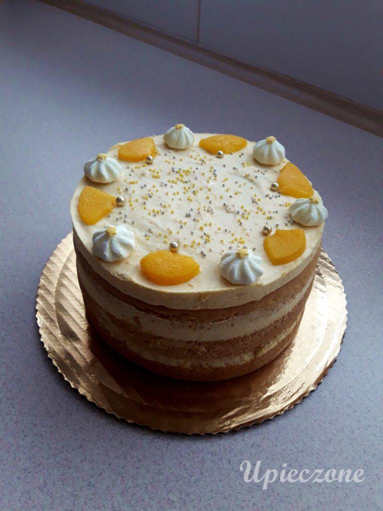 Tort z kremem brzoskwiniowym