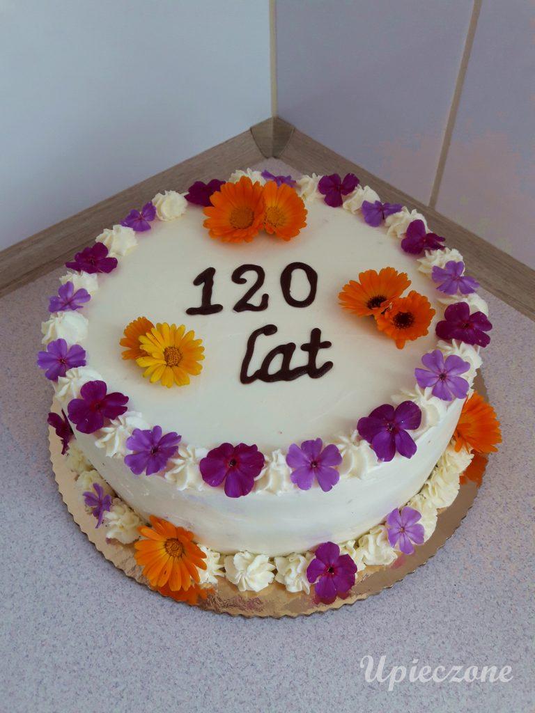 Tort z mascarpone i owocami