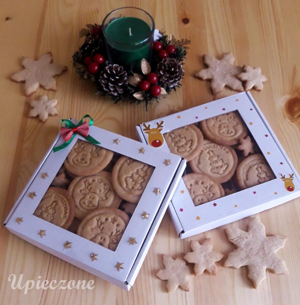 Pudełko cynamonowych ciasteczek