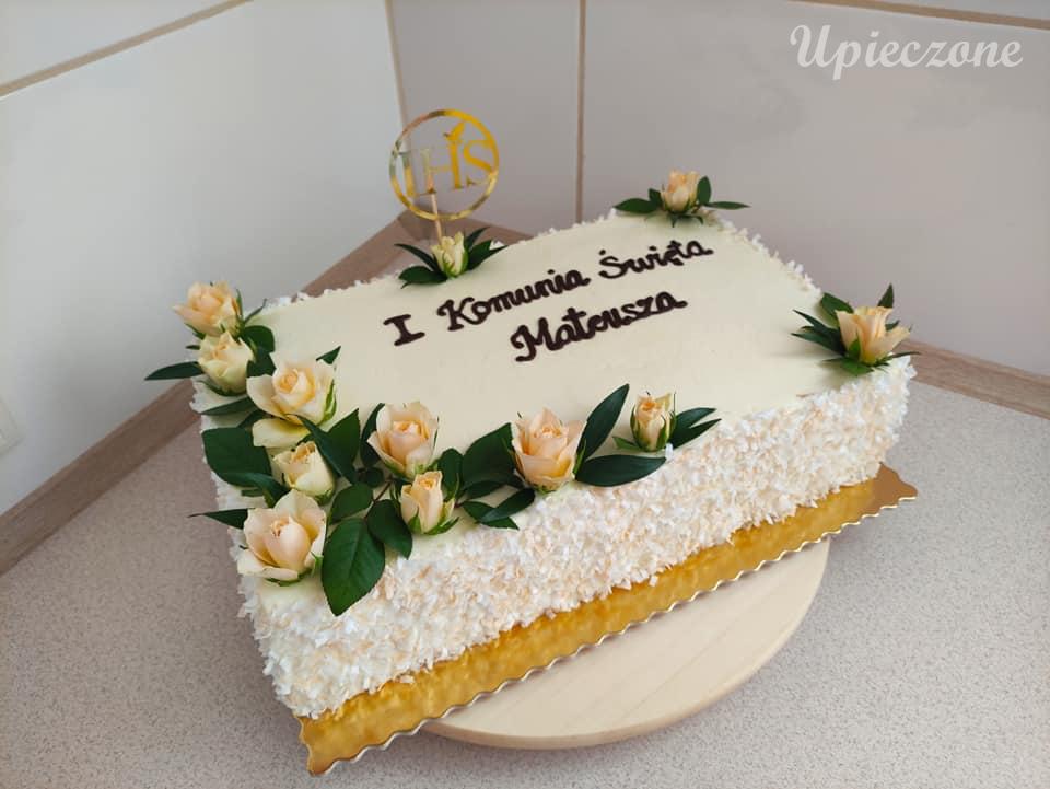 Tort komunijny z mascarpone i owocami